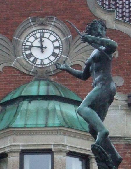 Statyn på torget i Tomelilla