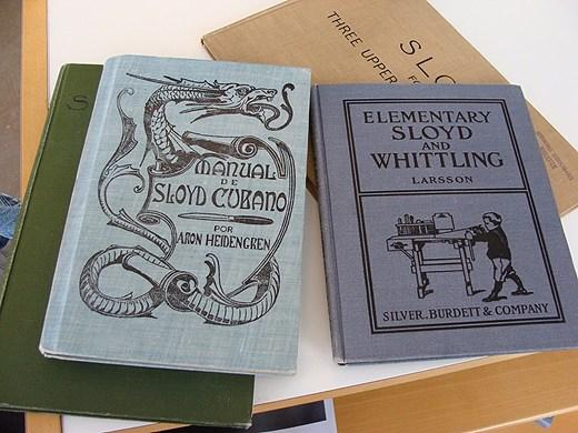 Böcker på spanska och engelska om Nääs-metoden. Foto: Elisabeth Renström